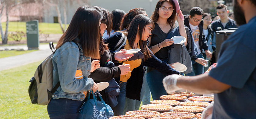 Students getting pizza on Pie Day
